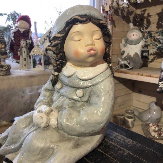 Vianočná figúrka sediaceho dievčatka