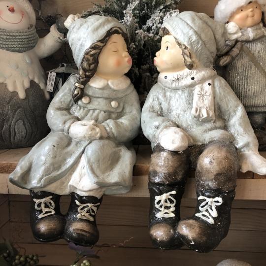 Vianočná postava sediaceho dievčatka, 42cm