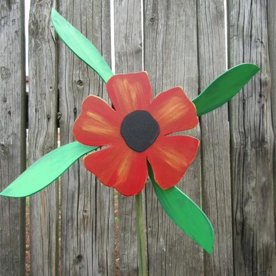 Kvietok vrtuľka, záhradná dekorácia