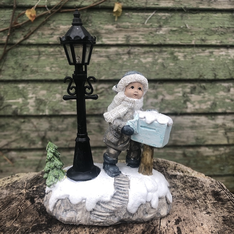 Chlapček s vianočnou poštou, LED osvetlenie,