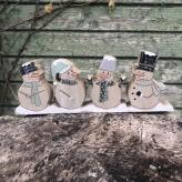 Vianočná dekorácia snehuliaci na podstavci, drevo 23x8,5cm