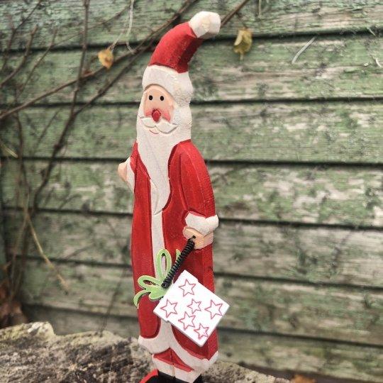 Santa s darčekom na podstavci, drevo, 20cm