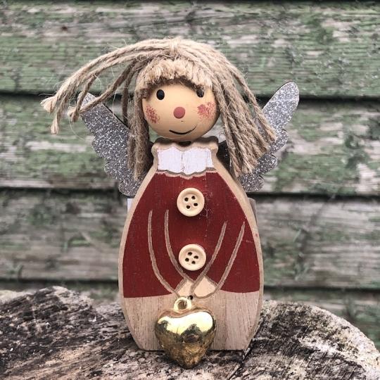 Drevený anjel s červeným kabátom, 15,5cm
