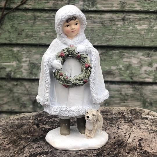 Dievčatko s vianočným vencom a psíkom - polyresin, 14cm