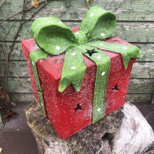 Vianočný darček červený so zelenou mašľou, 29cm