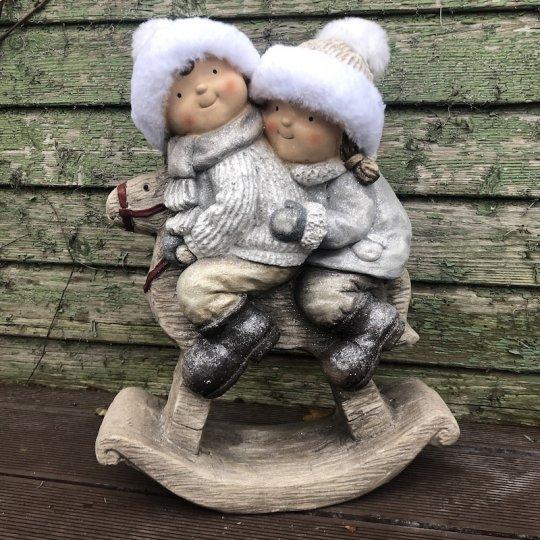 Chlapček s dievčatkom na hojdacom koníku, keramika, 46cm